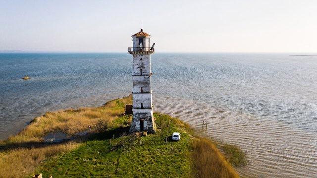 Маяк на границе Азовского и Чёрного моря