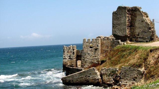 Руины в городе Синоп - крайней точке Чёрного моря