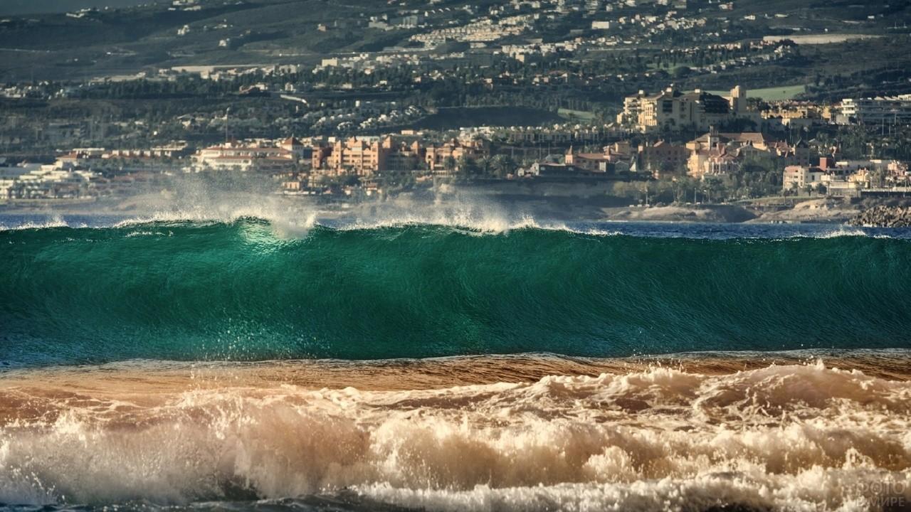 Волны на острове Тенерифе