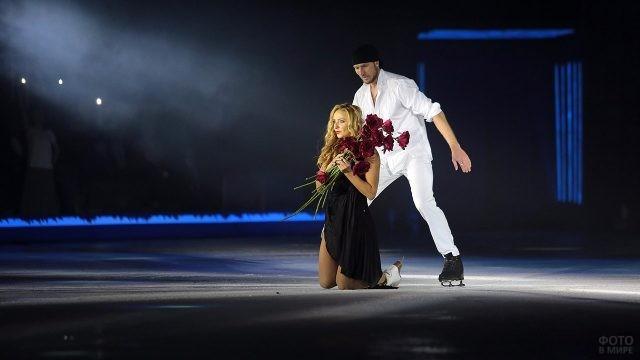 Выступление Татьяны Навки и Романа Костомарова