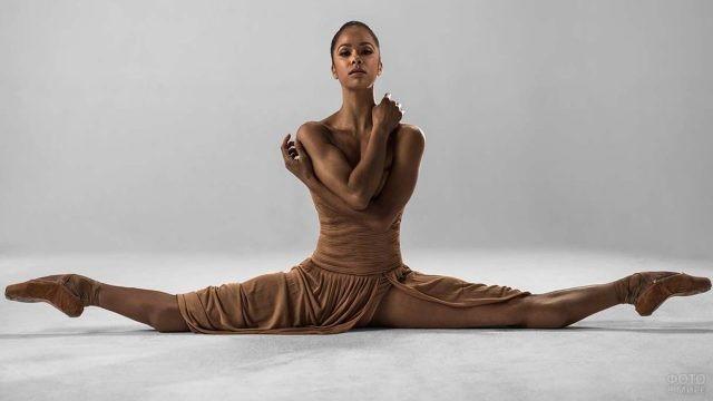 Балерина Мисти Коупленд на шпагате