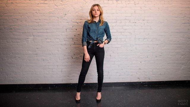 Хлоя Морец в джинсах