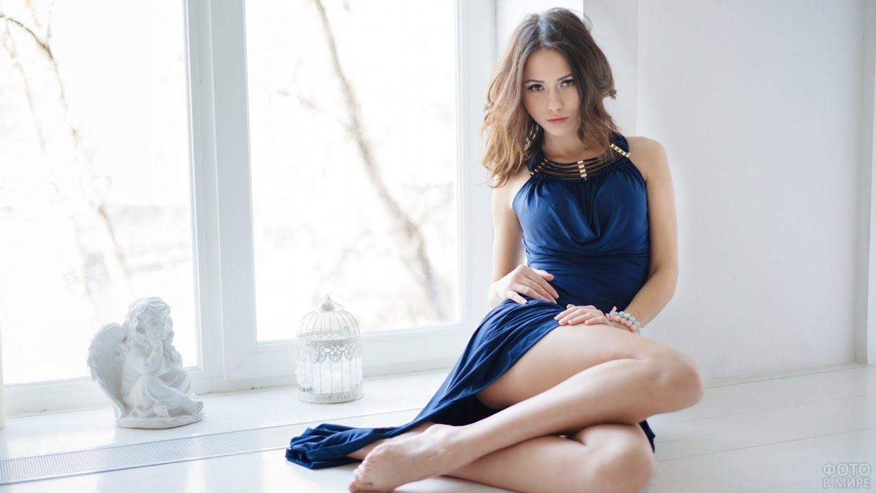 Кэтрин Тимохина в синем платье