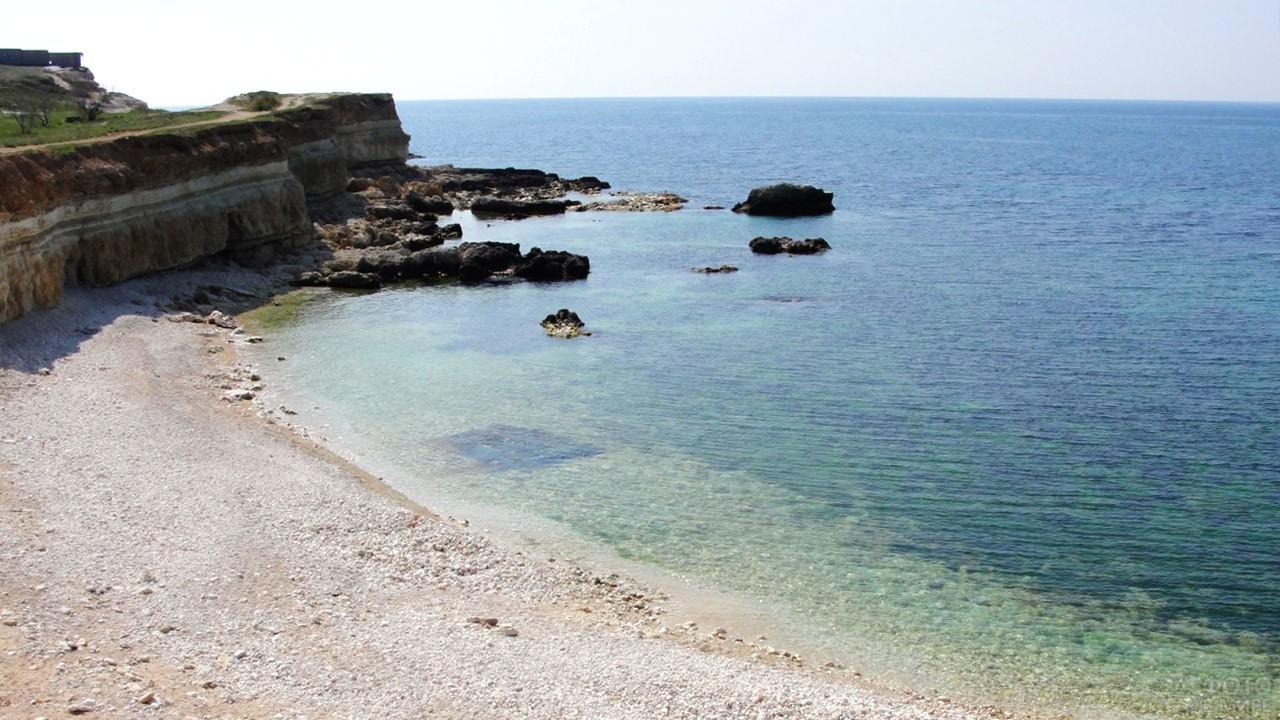 Дикий пляж рядом с частным сектором