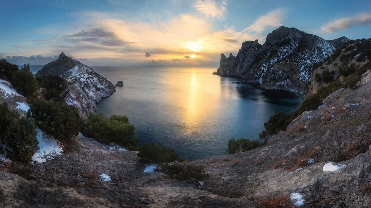 Закат над бухтой Голубая