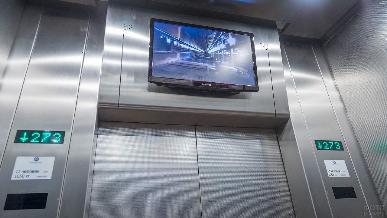 Монитор в лифте телебашни