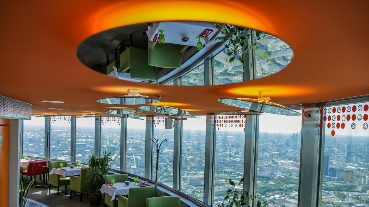 Зеркальный плафон в ресторане Останкино