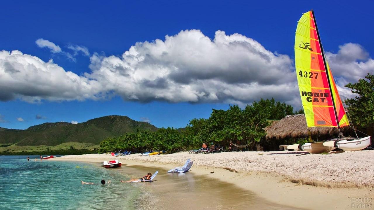 Пляж в кубинском городе Мансанильо