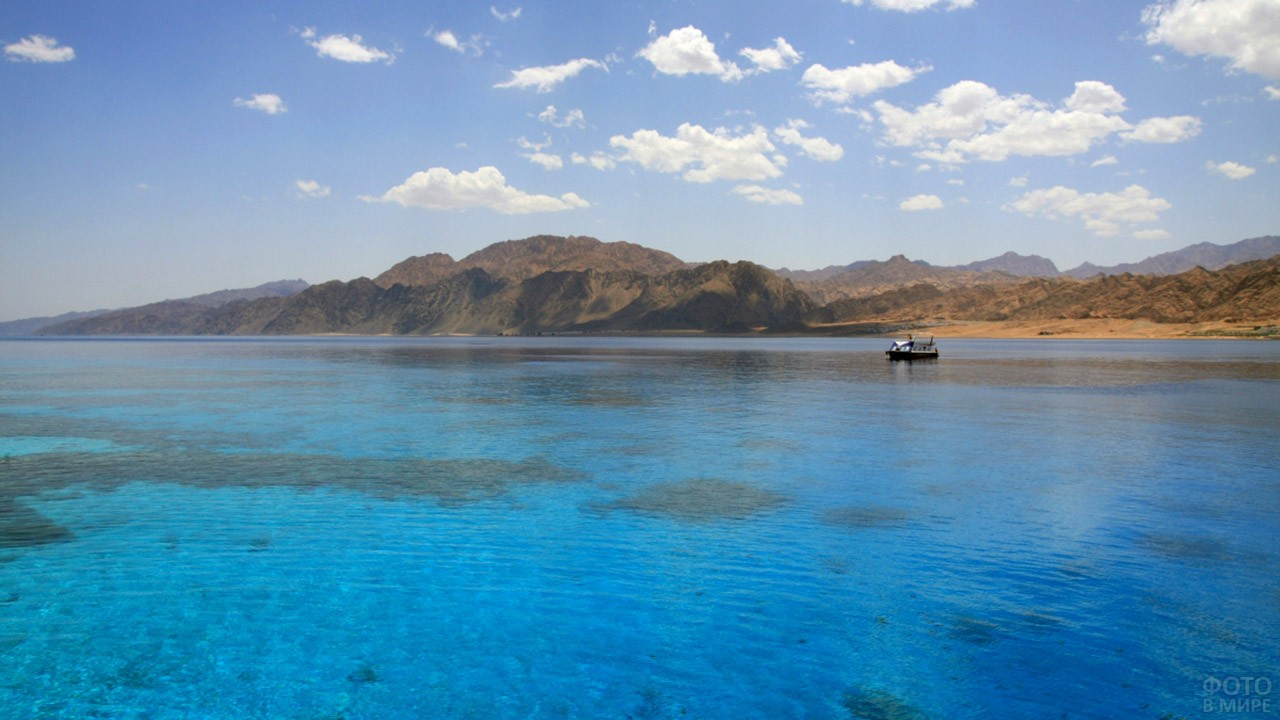 Лодка у самой южной точки Иордании