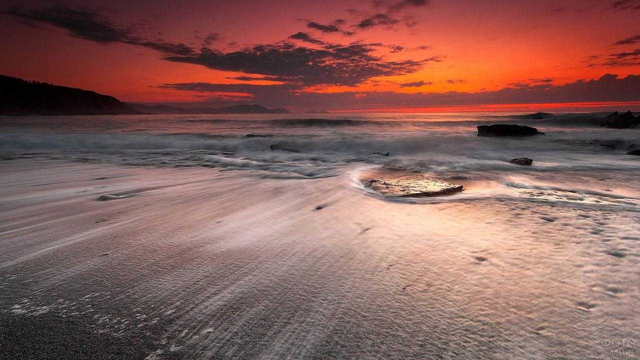 Пурпурный закат над египетским пляжем