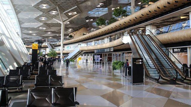 Современный терминал аэропорта в Баку