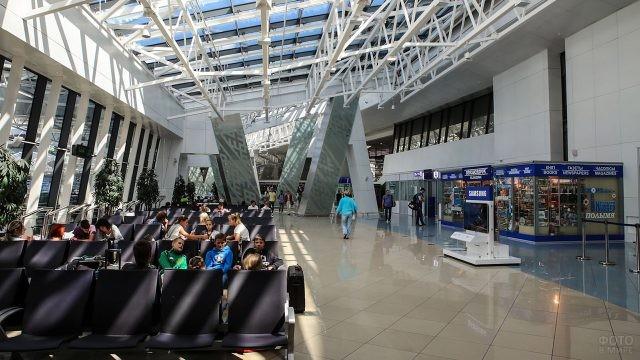Зал ожидания в аэровокзале Минска