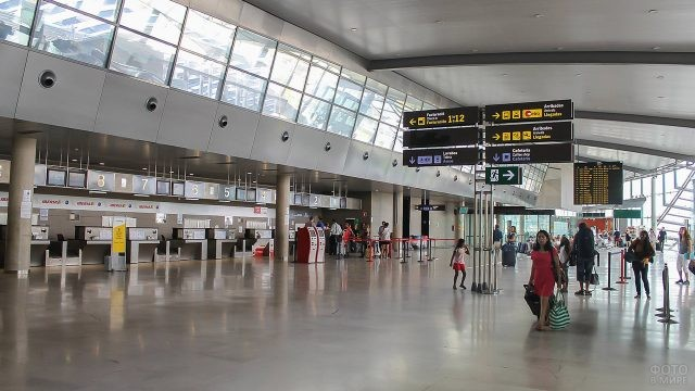 Зона регистрации в аэропорту Валенсии