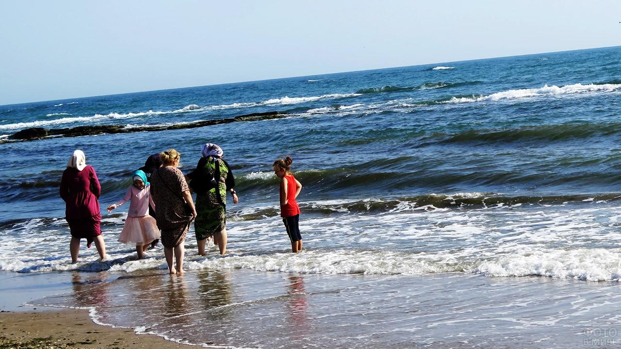 Мусульманки на дагестанском пляже