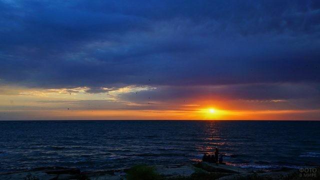 Закат над пляжем в Избербаше