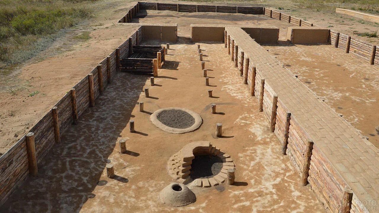 Древние постройки в степи