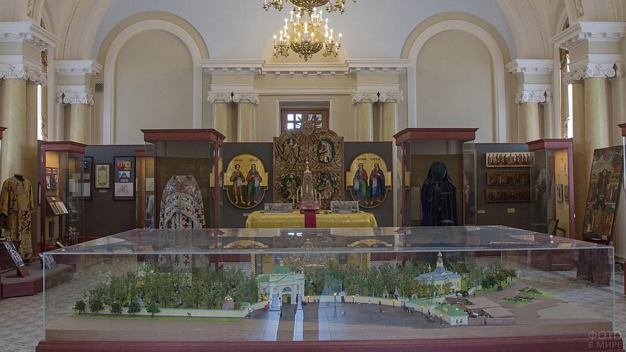 Экспонаты Александро-Невской Лавры