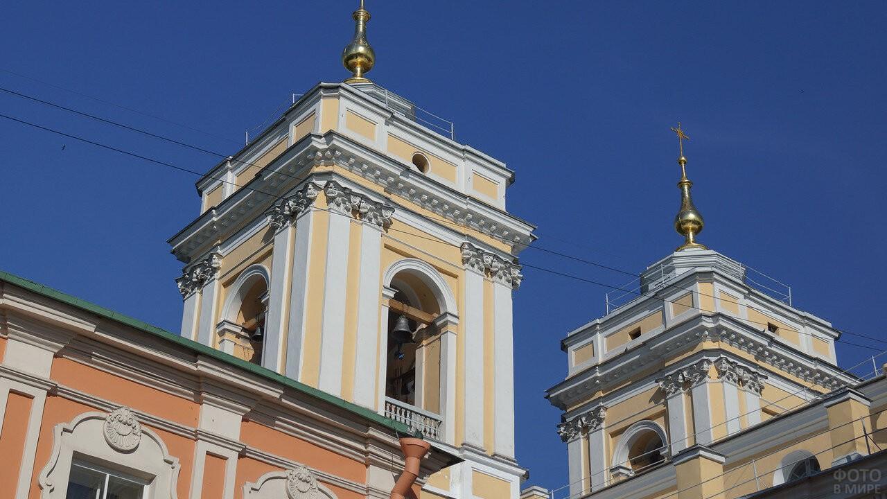 Колокольные башни храма