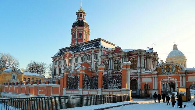 Одна из церквей Александро-Невской Лавры