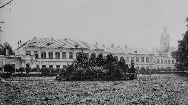 Старое фото Александро-Невской Лавры