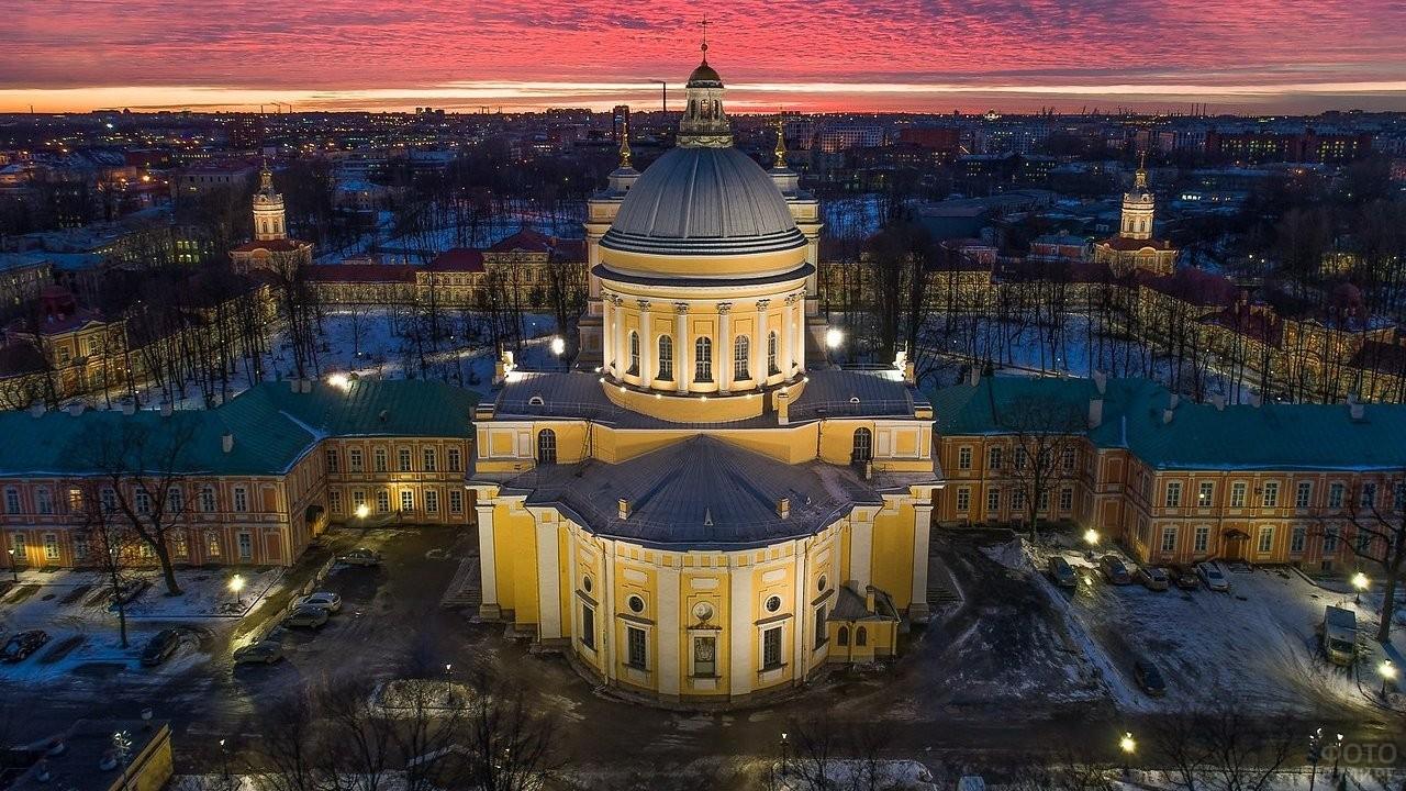 Закат над Александро-Невской Лаврой