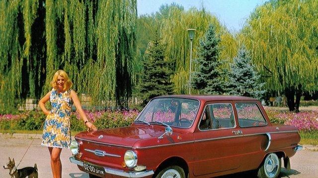 Девушка стоит у Запорожца
