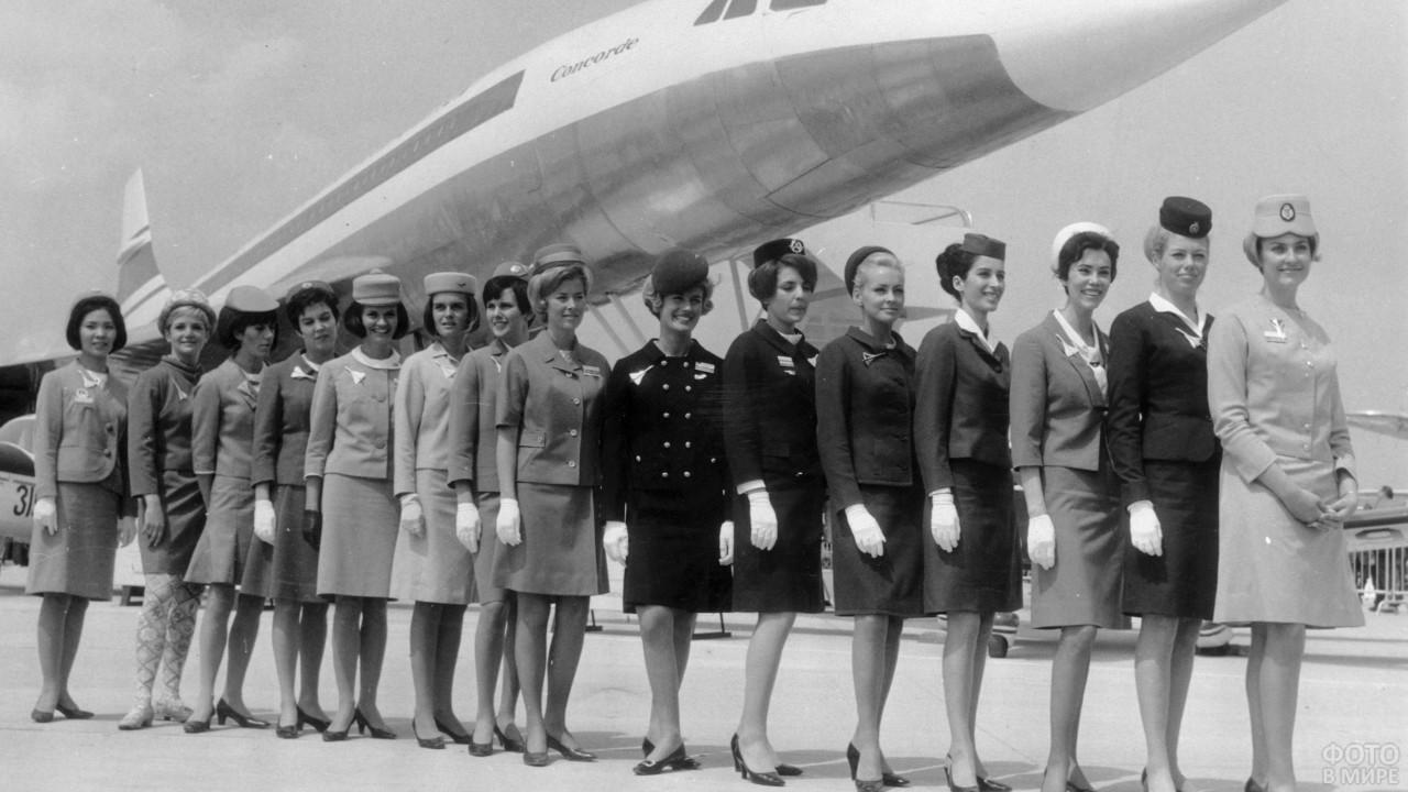 Советские стюардессы около самолёта