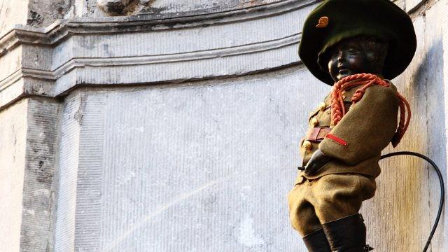 Маннекен-Пис в военной форме
