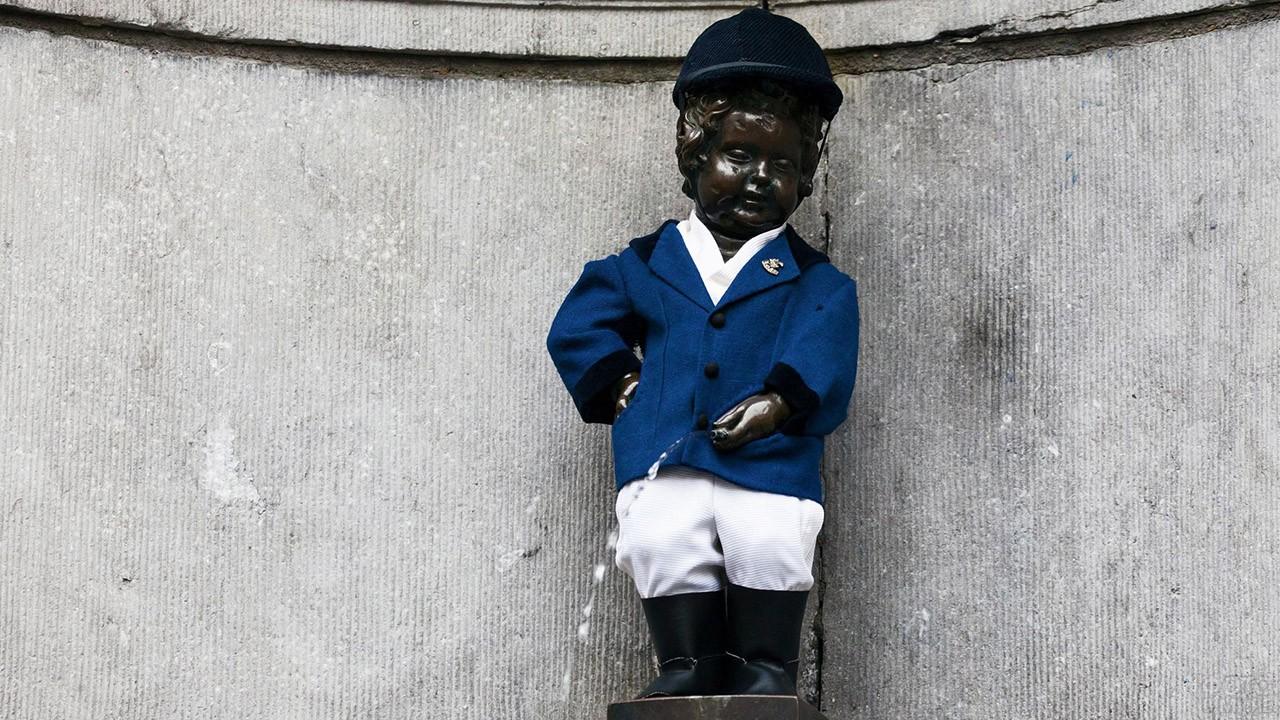 Талисман города Брюссель в жокейской форме
