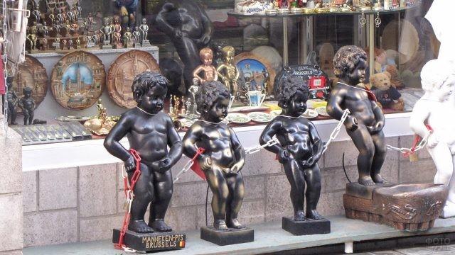 Витрина сувенирной лавки в Брюсселе