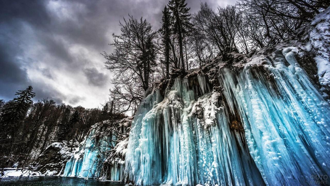 Удивительные замёрзшие водопады