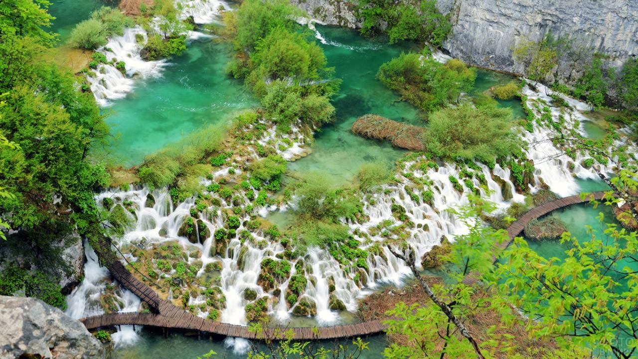 Живописные естественные пороги реки Корана