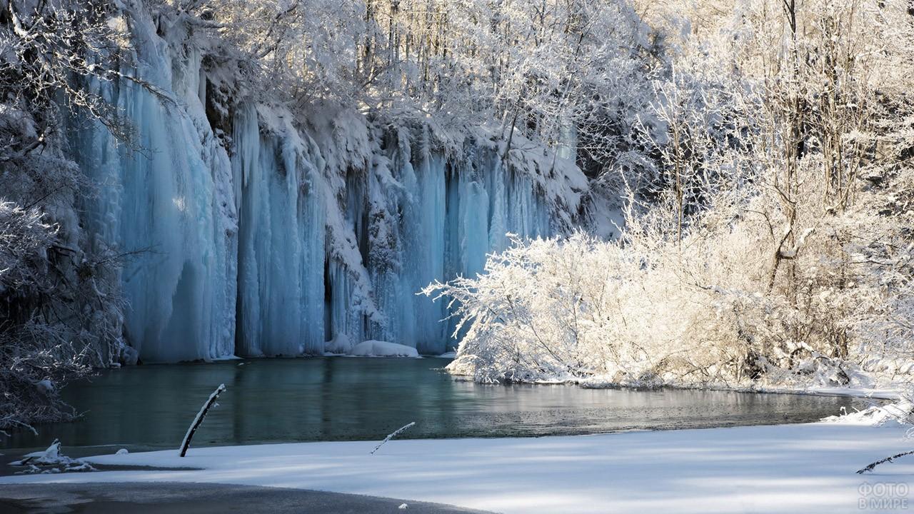 Зимняя сказка в парке Плитвицкие озёра