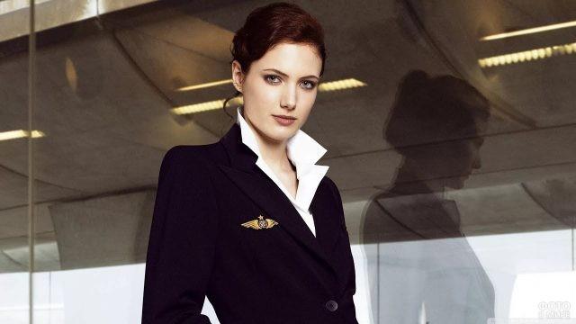 Стюардесса в служебной форме