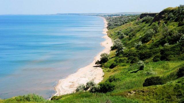 Панорама пляжа в посёлке Кучугуры