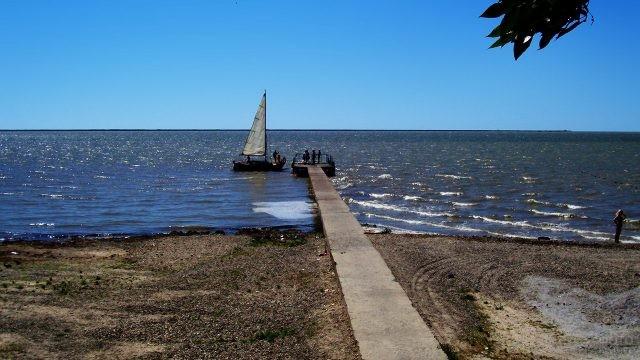 Парусная лодка у пирса в хуторе Морозовка