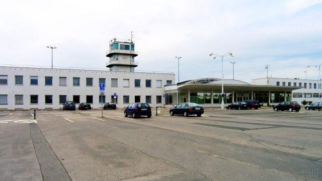 Действующий терминал аэропорта Рузин в Праге