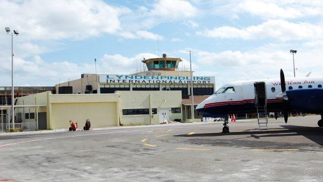 Международный аэропорт Нассау имени Линдена Пиндлинга на Багамах