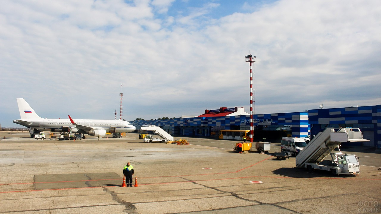 Перрон старого аэропорта в Симферополе