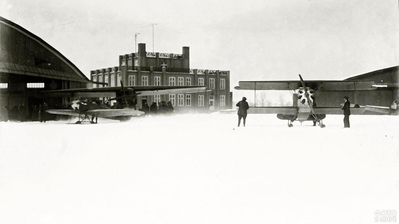 Старейший в Европе аэропорт Девау зимой
