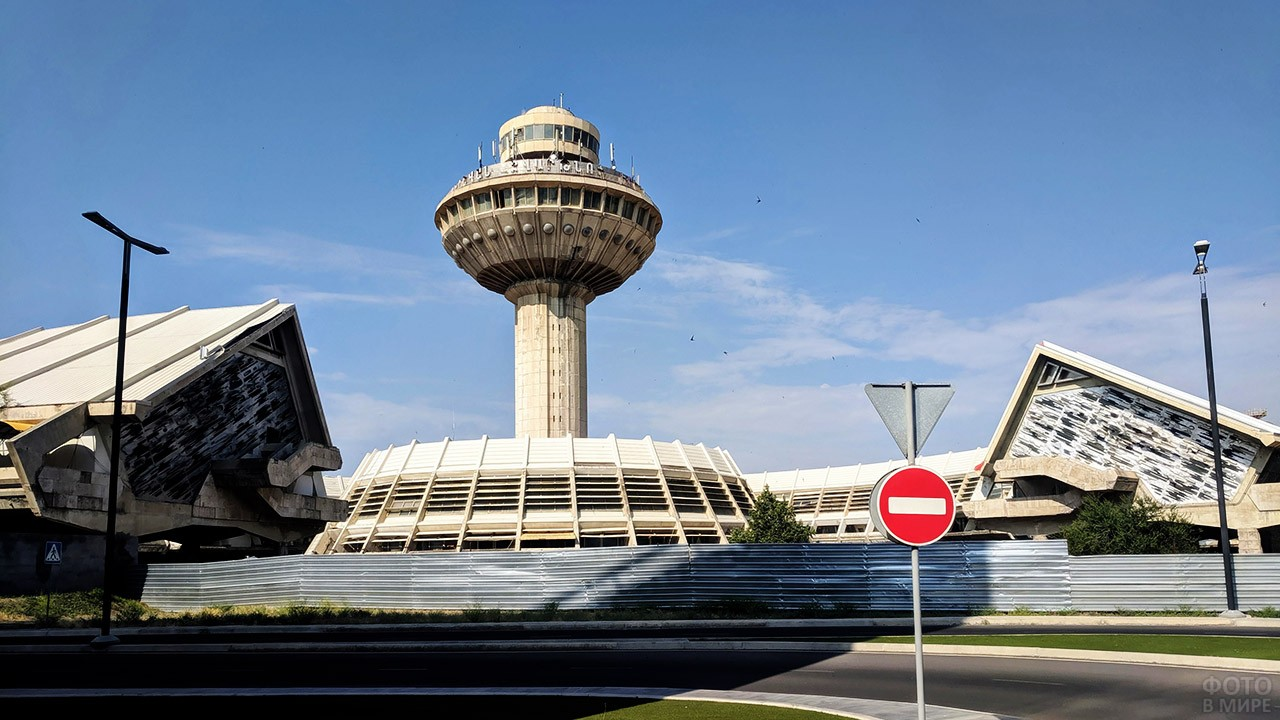 Закрытый аэровокзал в Ереване, Армения