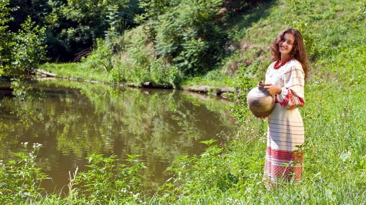 Девушка с кувшином у речки