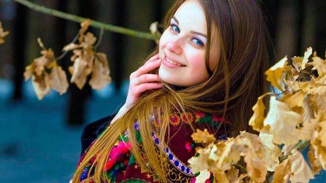 Девушка в цветастом платке