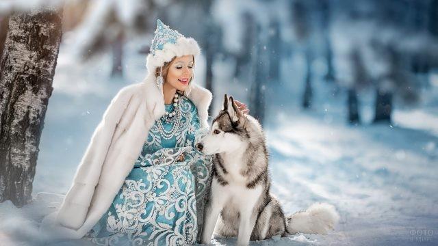 Девушка в костюме Снегурочки с собакой