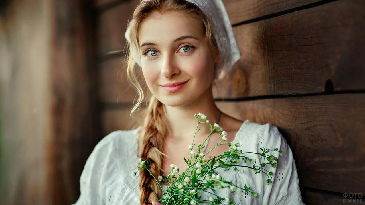 Ольга Бойко с цветами в руках