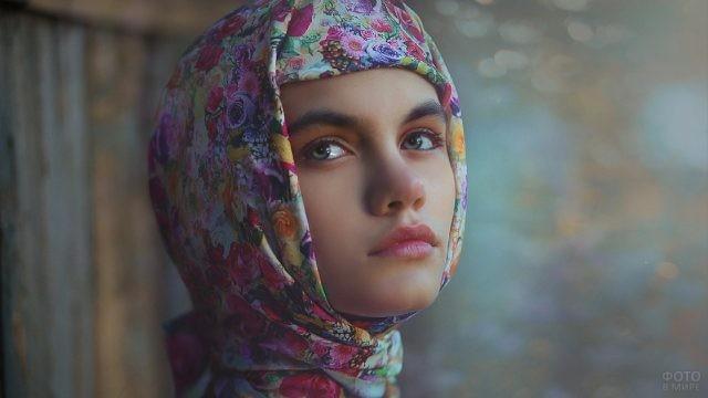 Русская красавица в платке
