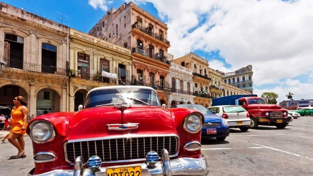 Колоритная парковка в центре Гаваны