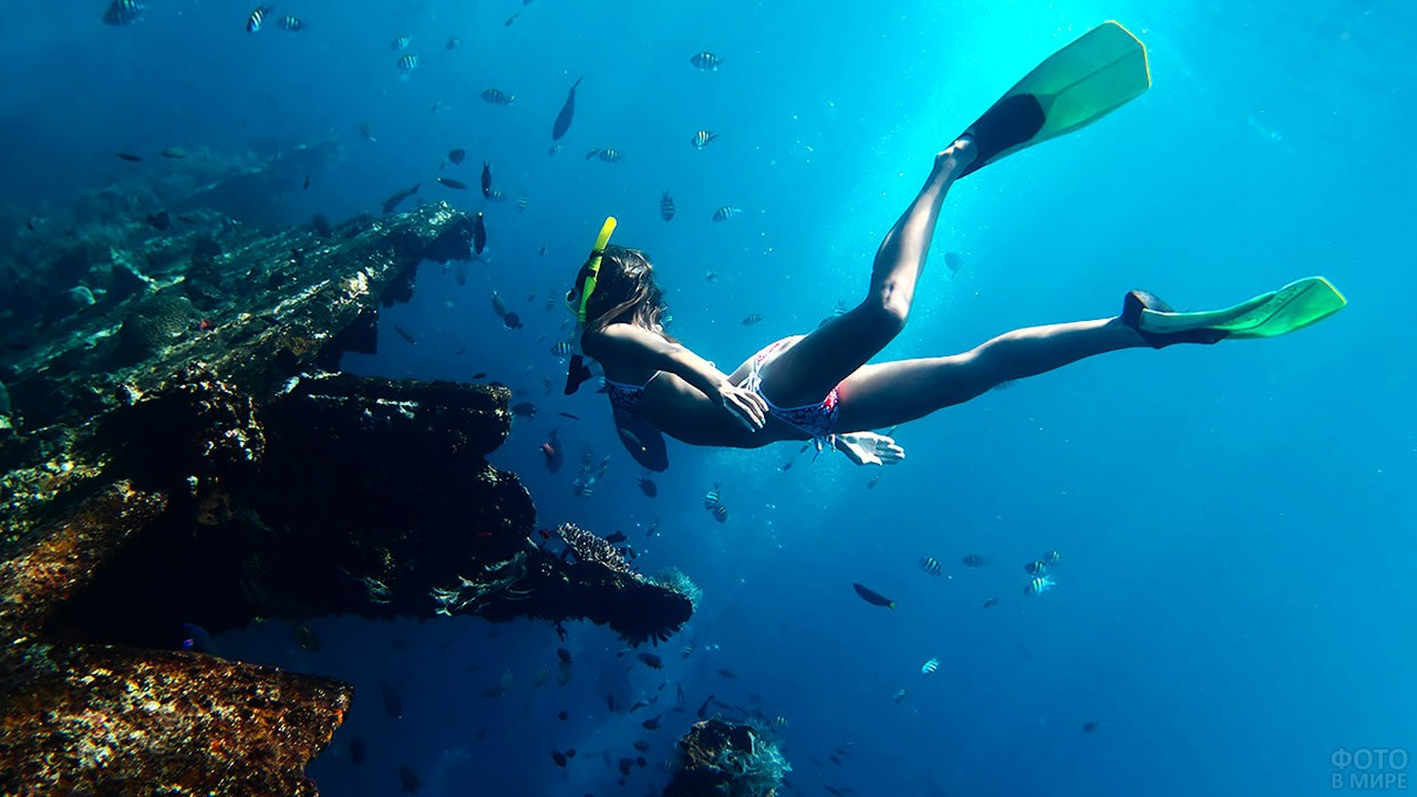 Туристка-снорклер в морском парке Кайо-Пьедрас