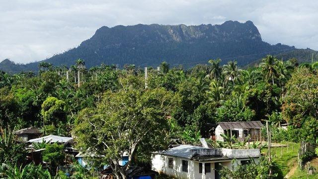 Вид на плоскую гору Эль-Юнке с улиц Баракоа