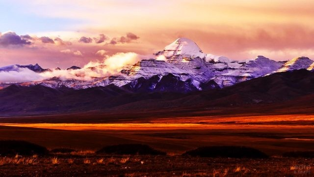 Красочный вечер в священном Тибете